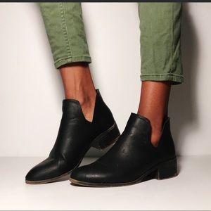 Madden Girl Chelsea Zavier black ankle booties